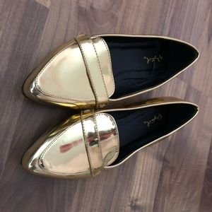 🐔 Gold Metallic pointed-toe flats 7.5